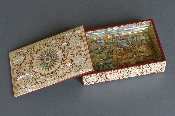 Chrysanthemum Inlaid Mother of Pearl Box