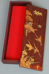Inlaid Cranes to the Sun Lacquered Box - open