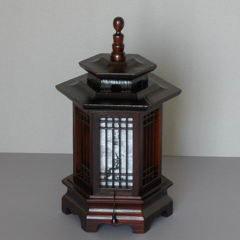 Latticed Hexagonal Pagoda Lamp